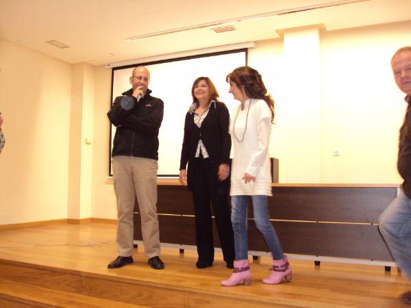 Elenco completo de Al final del día (Alvaro García, director y las actrices Consuelo Carravilla y Beatriz Toyos)