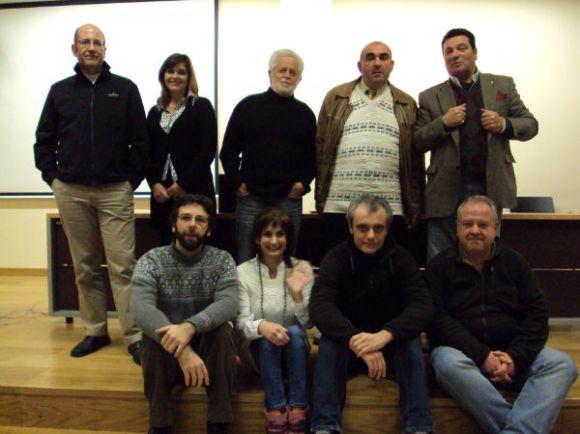 Los protagonistas de las proyecciones junto a otros actores como Fernando Escobedo (de pie, primero por la derecha) o Pedro Morales (sentado, segundo por la derecha)