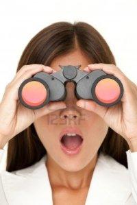 10437905-mujer-de-binoculares-mirando-sorprendido-de-camara--detalle-de-mujer-de-negocios-en-busca-de-traje-b