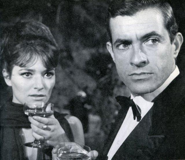 """El también recientemente desaparecido actor German Cobos, fue uno de los protagonstas de la ópera prima de Vicente Aranda, """"Brillante Provenir"""" (1965). En la imagen Cobos (1927-2015) con Serena Vergano"""